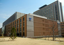 Teikyo_University_Itabashi_Campus_Main_Building-s